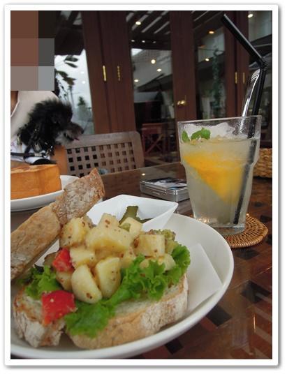 BHM'S CAFE5