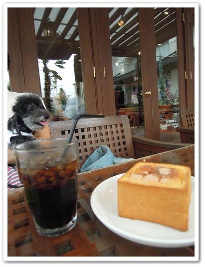 BHM'S CAFE4
